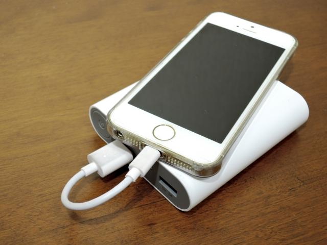 中国でモバイルバッテリー型盗聴器の製造・販売業者が摘発
